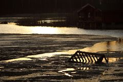 Vårlandskap med sjön royaltyfria foton