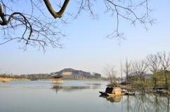 Vårlandskapet av den Nianhua fjärden på Wuxi, Kina arkivfoton