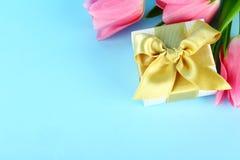 Vårlynnebegrepp Rosa blommaordning med mycket kopieringsutrymme för text fotografering för bildbyråer