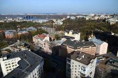 Vårpanorama av Kiev horisont från en bird& x27; s-öga sikt arkivbild