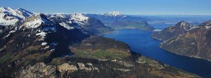 Vårplats i Schweiz Arkivfoto