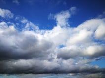 Vårregnmoln arkivfoto