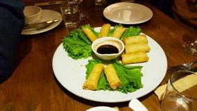 Vårrullar i Yunnan, en typisk maträtt av kinesisk kokkonst arkivfoto