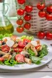 Vårsallad med pasta Arkivfoton