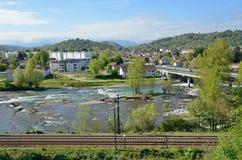 Vårsikt av den franska staden Pau Royaltyfria Foton