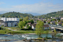 Vårsikt av den franska staden Pau Royaltyfria Bilder