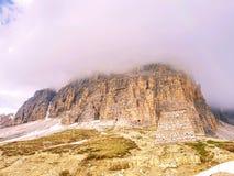 Vårsikt från vägen i nationalparken Tre Cime di Lavaredo, arkivfoto