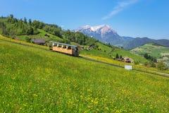 Vårsikt på Mt Stanserhorn i Schweiz Royaltyfria Foton