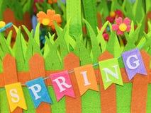 Vårtecken och färgrik bakgrund av kulöra blommor royaltyfri bild