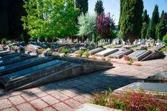 Vårtid i kyrkogårdSten Jose Burgos royaltyfri bild