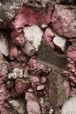 Våt bakgrund för stenvägg textur för mossrocksten arkivfoton