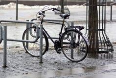 våt cykel royaltyfri fotografi