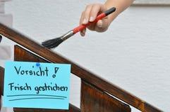 Våt målarfärg undertecknar in tyskt språk Royaltyfri Fotografi