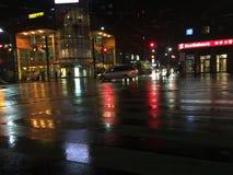 Våt stadsgatadel 3 Arkivbild