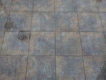Våt trottoar på en regnig höstdag Royaltyfri Bild