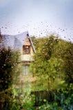 vått exponeringsglas av fönsterbakgrunder royaltyfria bilder