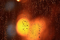 Vått fönster för abstrakt textur med ilsken blick Arkivbilder