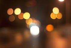 Vått fönster med bakgrund av nattstaden Fotografering för Bildbyråer