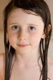 vått flickahår Arkivfoto