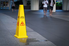 vått varningsgolv Arkivfoto