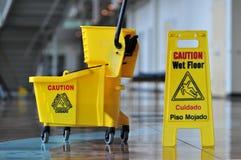 vått varningsgolv Fotografering för Bildbyråer