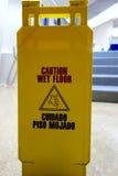 vått varningsgolvtecken Royaltyfri Bild