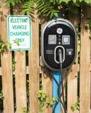 Véhicule électrique chargeant seulement Photographie stock libre de droits