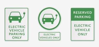 Véhicule électrique se garant seulement Ensemble de signes Photographie stock libre de droits
