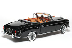 Véhicule 1958 de jouet d'échelle en métal d'expert en logiciel du benz 220 de Mercedes #2 Photographie stock