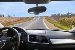 Véhicule allant sur la route Image libre de droits