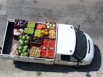 Véhicule avec des légumes image libre de droits