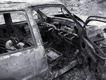 Véhicule brûlé détruit images stock