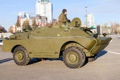 Véhicule BRDM-1 de reconnaissance/patrouille exhibé au défilé photo stock