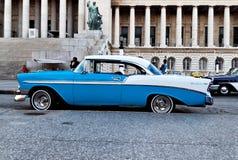Véhicule classique de cru à La Havane photo stock