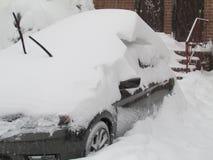 Véhicule couvert dans la neige Janvier 2016, les Etats-Unis Ð « Photos stock