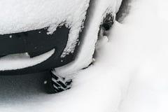 Véhicule couvert de neige Image libre de droits