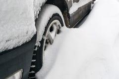 Véhicule couvert de neige Photos stock