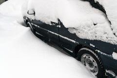 Véhicule couvert de neige Photos libres de droits