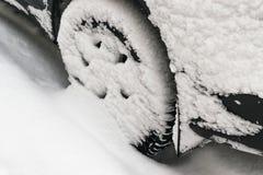 Véhicule couvert de neige Images stock