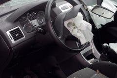 Véhicule détruit avec le sac à air photos libres de droits