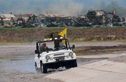 Véhicule d'UAZ sur la piste Images libres de droits