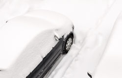 Véhicule dans la neige Photo stock