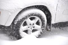 Véhicule dans la neige Photographie stock libre de droits