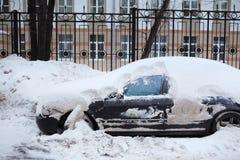 Véhicule dans la neige Photo libre de droits