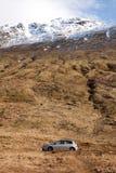 Véhicule dans les montagnes Image libre de droits