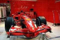 Véhicule de chemin de Ferrari F1 à Maranello Photographie stock libre de droits