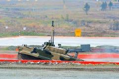 Véhicule de combat d'infanterie BMP-3M après gué de l'eau Image stock