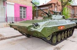 Véhicule de combat russe d'infanterie BMP-2 pendant les Para militaires Photographie stock libre de droits