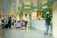 Véhicule de loyer dans l'aéroport de Helsinki Photo libre de droits