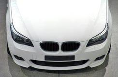 Véhicule de luxe blanc Photo libre de droits